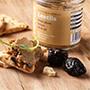 Šošovicová nátierkaso sušenými slivkami+ čerstvá nakrájanámrkva a paprika